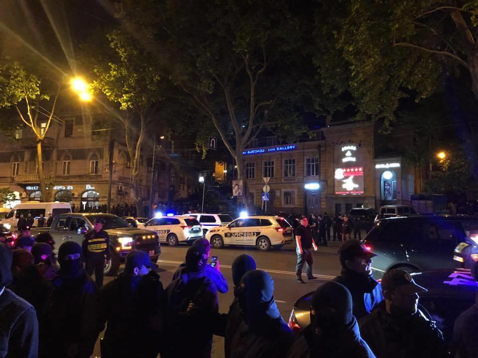 Tiflisdə etiraz böyüyür: Rustaveli yenə bağlandı