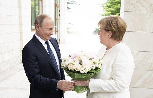 Putin, Merkel discuss settlement of Ukrainian conflict