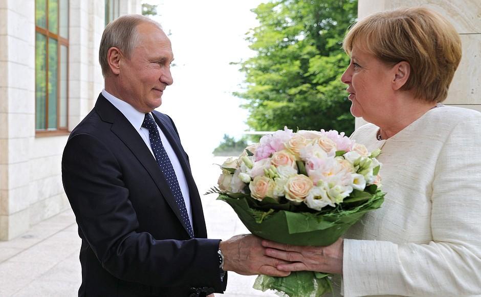 """Из-за Трампа Меркель идет на """"брак по расчету"""" с Путиным"""