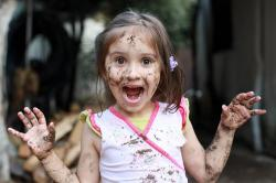 Pediatrdan məsləhət: Uşaqları təmiz saxlamayın