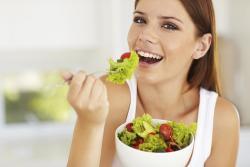 Эксперты рассказали о вреде еды на ночь