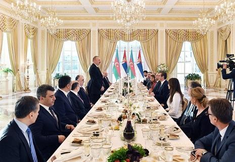 Ильхам Алиев дал прием в честь Вучича