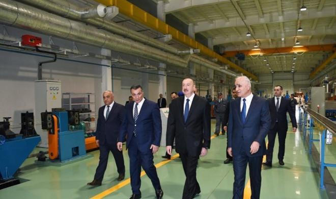 Ильхам Алиев на открытии завода - Фото