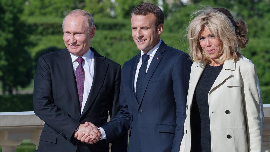 Макрон и Путин попробуют борщ и черную икру