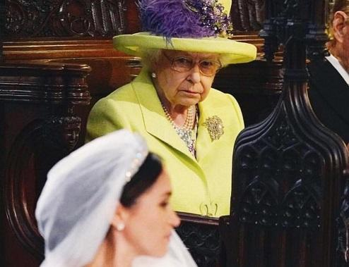 Kraliçadan yeni gəlini haqda tapşırıq: yatıb-durmaq...