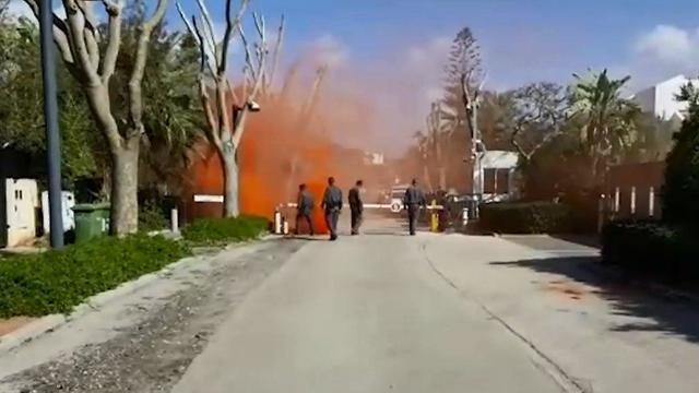 В дом Нетаньяху бросили три дымовые гранаты