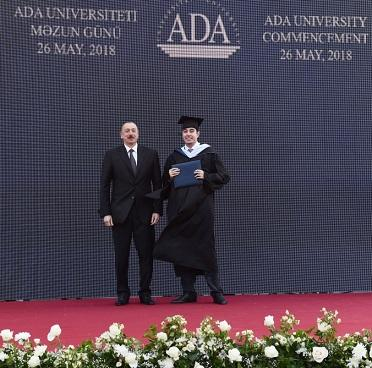 Алиевы на дне выпускника в Университете АДА - Обновлено