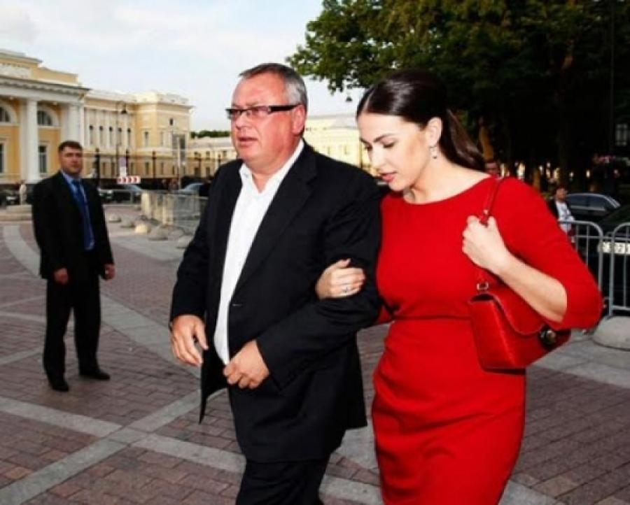 Глава банка подарил своей пассии Наиле Аскерзаде миллиард