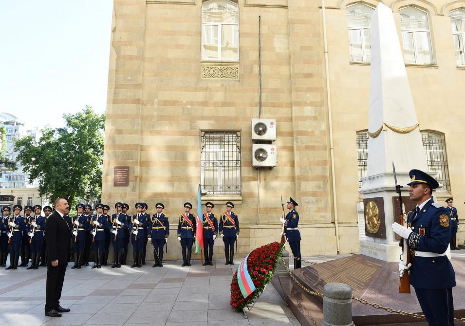 İlham Əliyev Cümhuriyyət abidəsini ziyarət etdi - Foto
