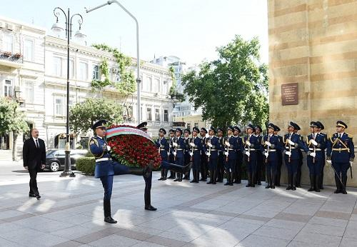Ilham Aliyev visits memorial in honor of ADR