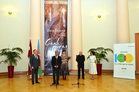 Latviya rəssamından Qarabağ atları ilə bağlı sərgi - Foto
