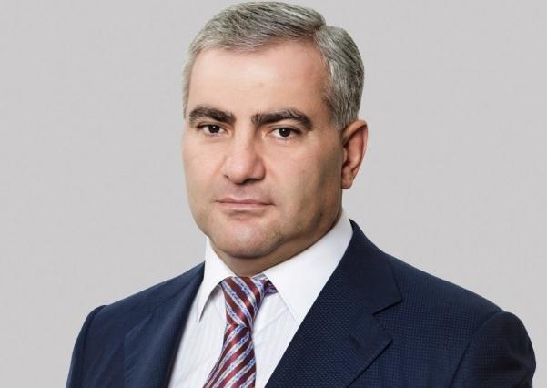 Erməni milyarder: Ermənistanın bir çıxış yolu var