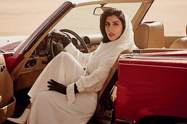 Саудовские женщины массово сели за руль