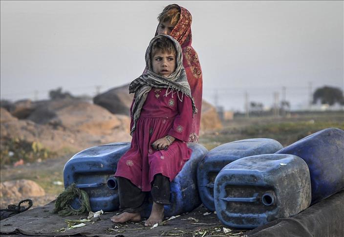 Taliban qadınlara evdən çıxmağı qadağan etdi