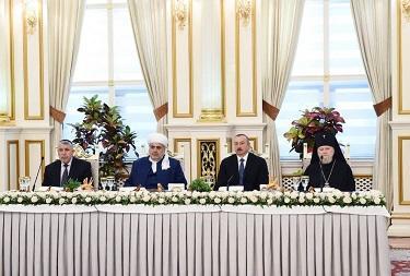 Президент на ифтаре в резиденции шейхульислама