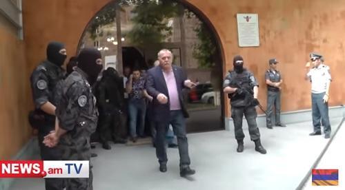 Сколько стоят генеральские погоны в Армении