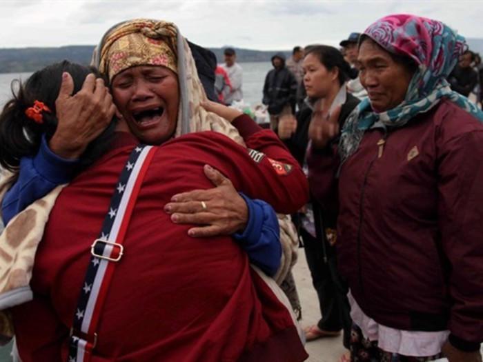 Göldə qayıq batdı: 128 nəfər itkin düşdü