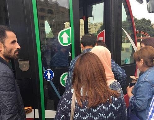 """""""Bakı Bus"""" sərnişinləri təhqir edir, yoxsa oğruları tutur?"""