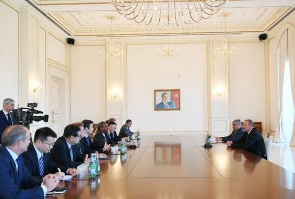İlham Əliyev AİB-nin idarə heyəti ilə görüşdü -