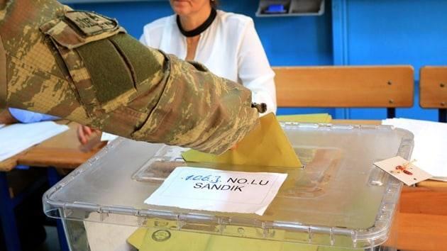 Турецкие военные из Африна проголосовали в Хатае
