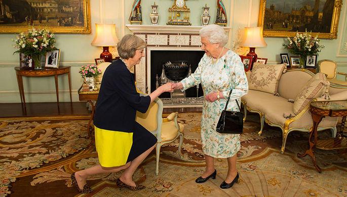 В Британии раскритиковали реверансы Терезы Мэй