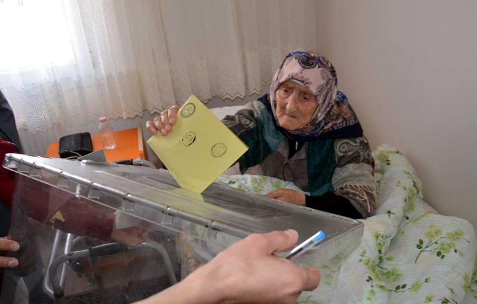 Türkiyə seçkilərində bir ilk – Foto