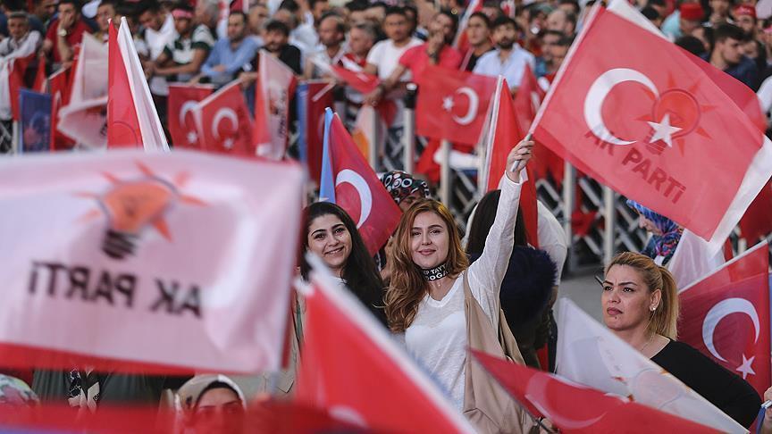 Стамбул празднует победу Эрдогана - Фото