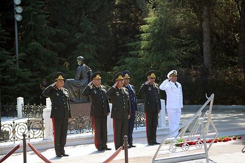 Zakir Həsənov Fəxri Xiyabanda - Foto