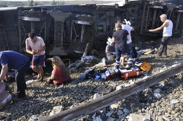 В Пакистане поезд протаранил автобус с паломниками
