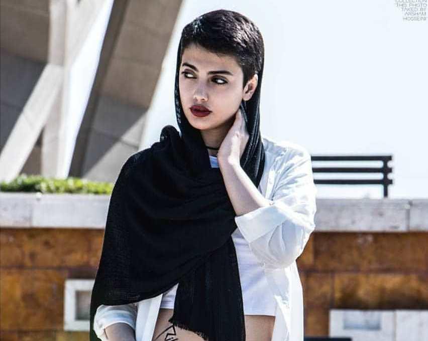 İranlı qadınlar bu qıza görə başını açdı – Video