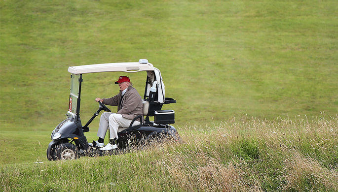 Над гольф-клубом Трампа перехватили самолет