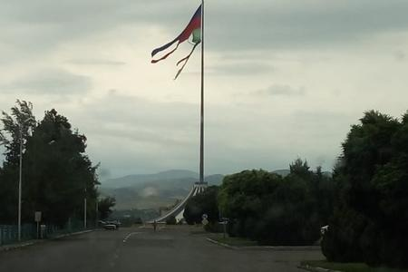 Qazaxda bayrağımız bu halda - Foto