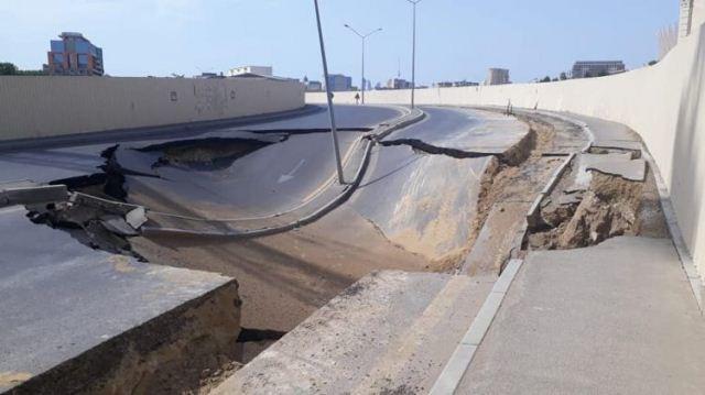 В Баку провалилась дорога - Фото