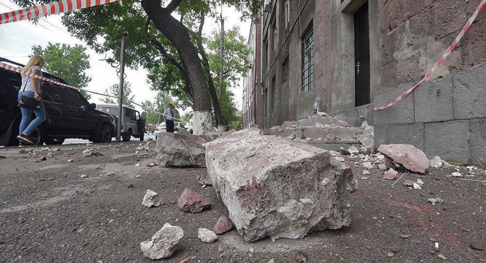 В Армении обрушилось здание центра экспертиз Минюста