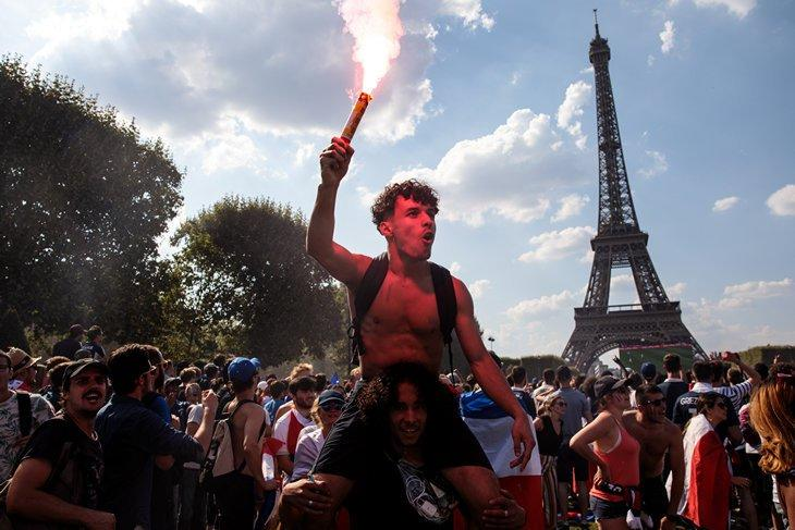 Праздник футбола по-французски: двое погибших