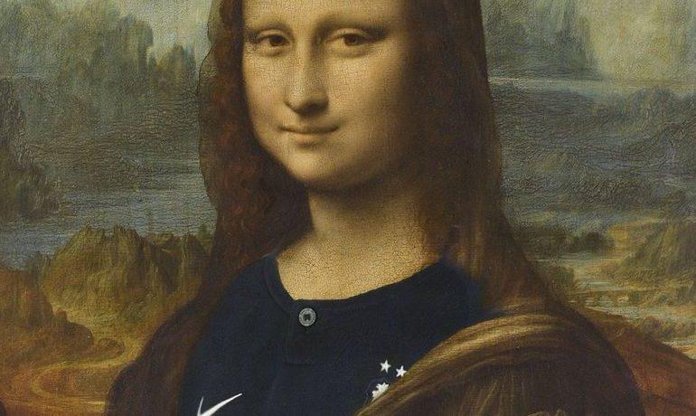 Мону Лизу «переодели» в футболку сборной Франции