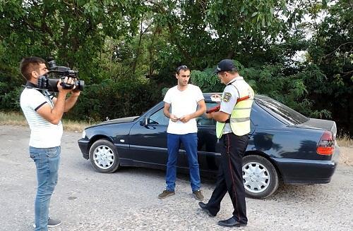 Polis qaydanı pozan sürücülərə su verdi – Unikal reyd