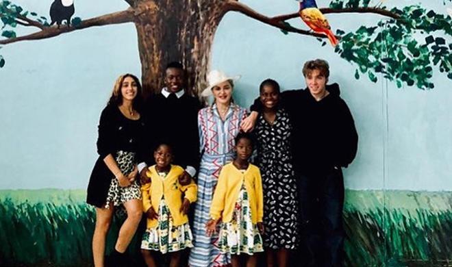 Мадонна показала редкие семейные кадры - Фото