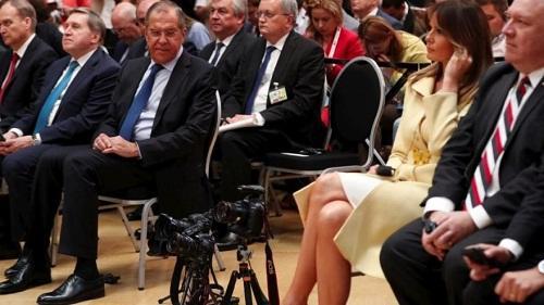 """Lavrov Melaniya Trampı """"süzərkən"""" yaxalandı - Foto"""