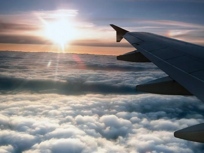Пассажир самолета снял момент крушения - Видео