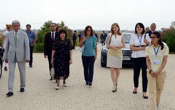 İtaliya prezidentinin qızı Qobustanda - Foto
