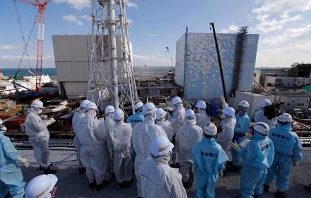 """Япония решила слить в море воду с АЭС """"Фукусима-1"""""""
