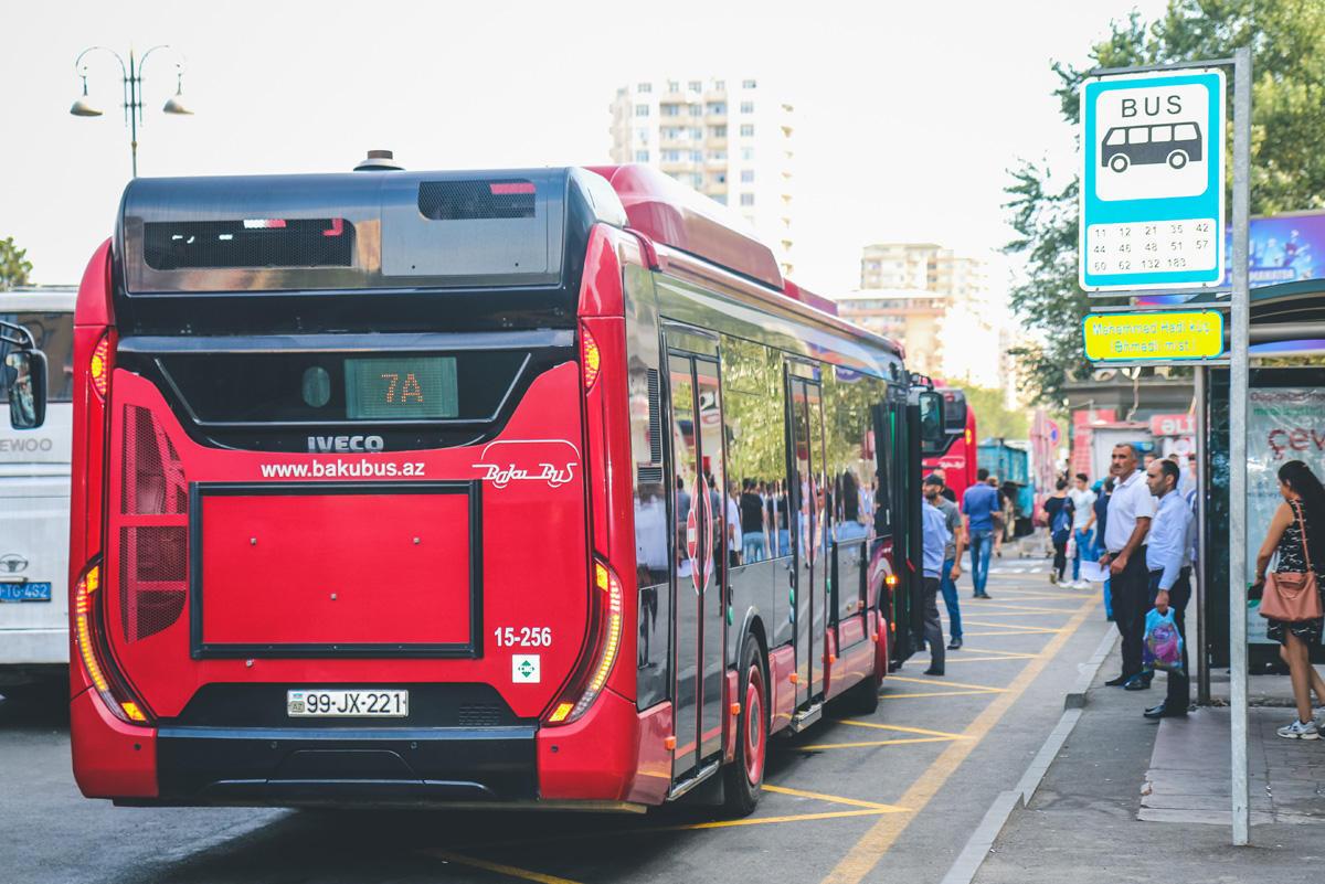 В Баку запустили новые автобусные маршруты