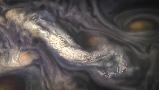 NASA показало необычные облака на Юпитере
