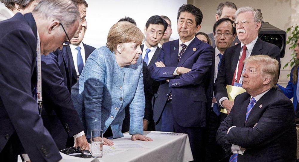 Tramp Merkelə alternativ onu görür - Bolton