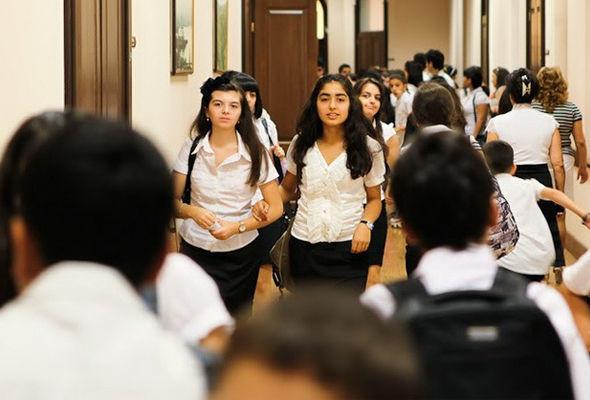В школах Азербайджана начинаются осенние каникулы