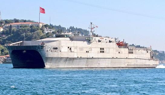 Десантный корабль ВМФ США вошел в Черное море