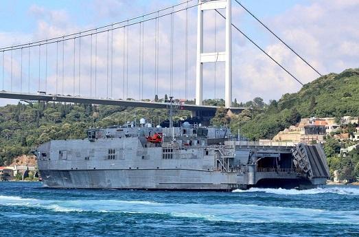 ABŞ-ın sürətli desant gəmisi İstanbulda - Foto