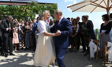 پوتین کارینین تویوندا: ناظرله رقص ائتدی - فوتو