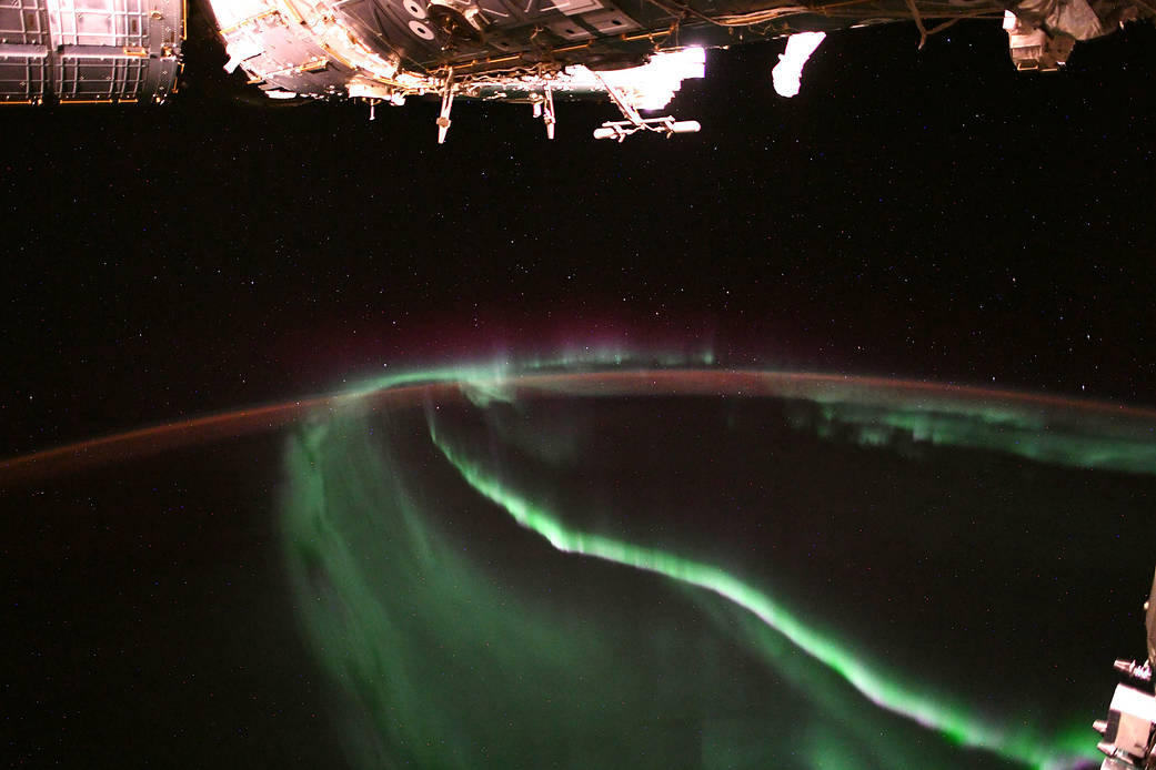 NASA показало cеверное сияние из космоса